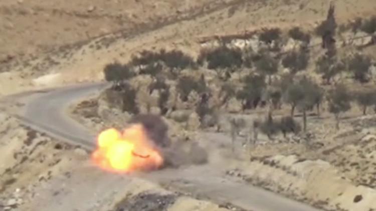 VIDEO: Misil del Ejército sirio despedaza un vehículo usado por terroristas