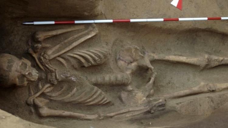 Misterio etrusco: Hallan un esqueleto engrillado de hace 2.500 años (VIDEO)