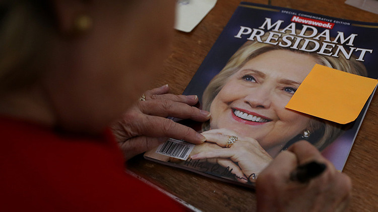 ¿Complicidad de los medios?: 'Newsweek' retira 125.000 ejemplares con Clinton como presidente