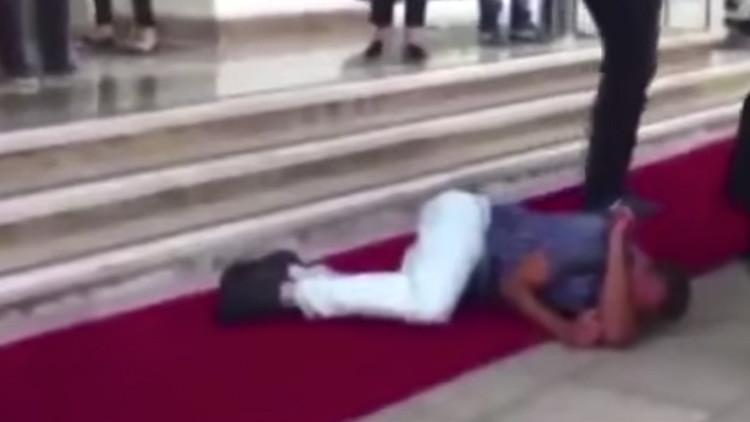 Un refugiado sirio recibe una paliza en Turquía por acosar a una mujer (video)