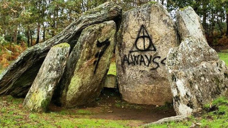 Pintan símbolos de Harry Potter en un monumento neolítico de 4000 años de antigüedad