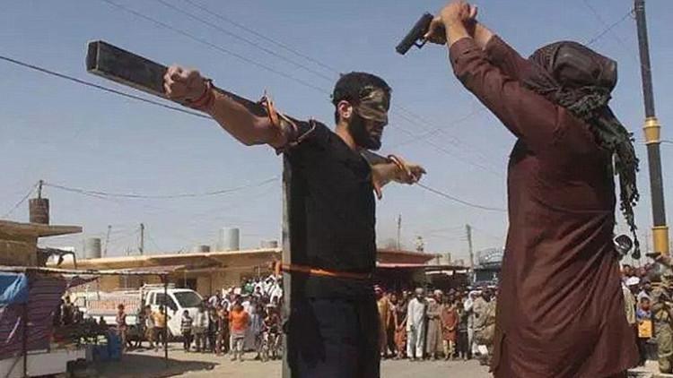 Crucifixiones, cortar manos, lanzamientos desde la terraza: los brutales castigos del EI en Irak