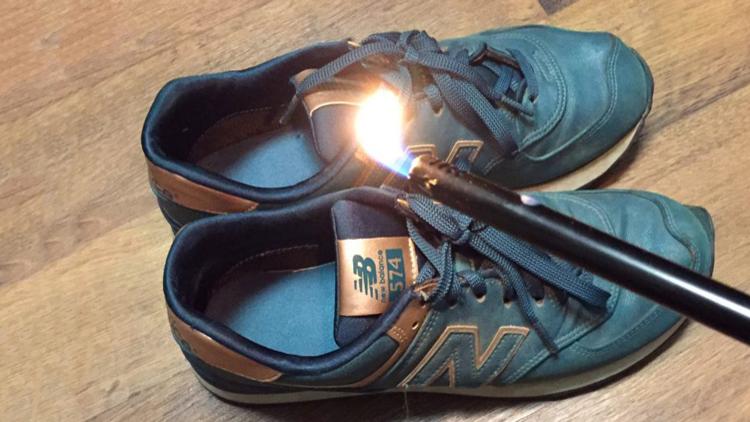 Protesta 'fashion': Queman zapatos de la marca que apoyó a Trump (fotos, video)