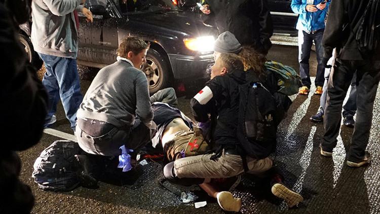 Video: Momento en el que disparan a un joven durante una protesta anti-Trump en EE.UU.