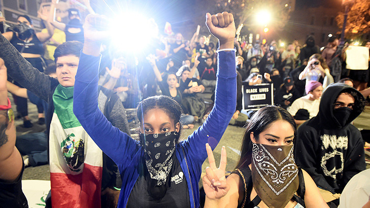 """""""Viola a Melania"""": partidarios de Clinton muestran tendencias violentas en las calles y las redes"""