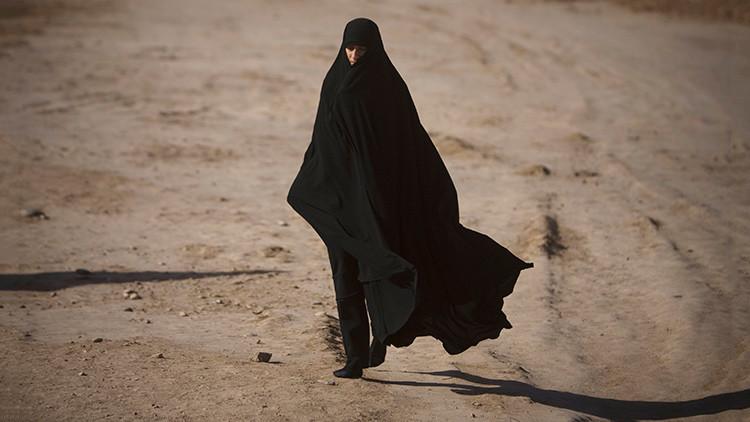 Mujeres de la Policía religiosa del EI huyen de Mosul para no convertirse en terroristas suicidas