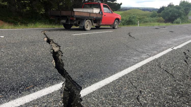 Una grieta aparece en una presa tras el terremoto en Nueva Zelanda