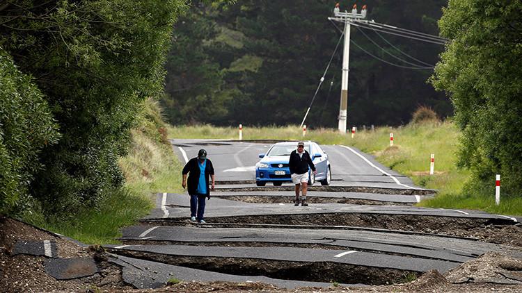La Red se rinde a una presentadora neozelandesa por su actitud durante un terremoto de magnitud 7,9