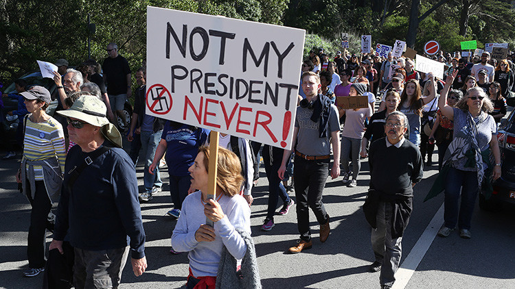 1.500 dólares a la semana por protestar contra Trump: ¿Son manifestantes realmente profesionales?