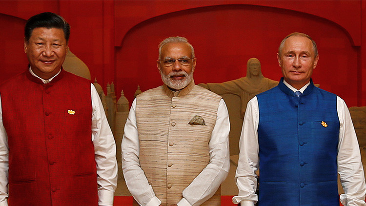 """Analista indio: """"no tenemos problemas con los rusos, pero sí con los chinos"""""""
