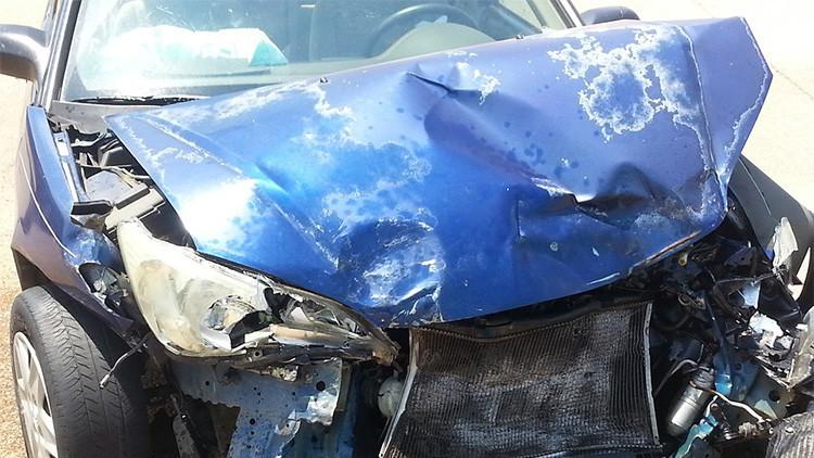 Se toma un 'selfie' en el coche y captura el 'fantasma' del niño que murió allí en un accidente