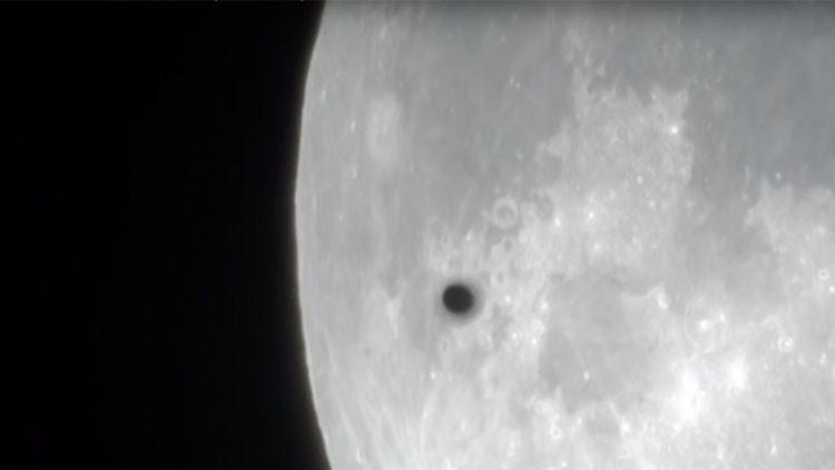 ¿Ovnis a la vista?: Los extraños objetos que sobrevolaron la superluna (VIDEO)