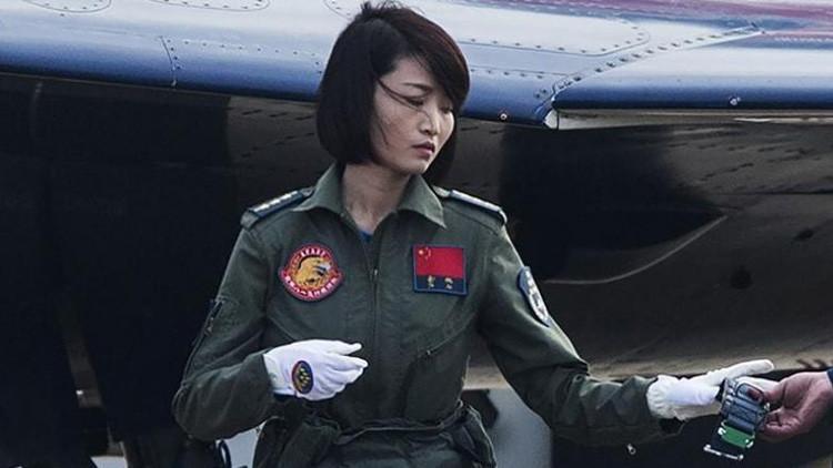 Conmoción por la terrible muerte de 'pavo real dorada', la piloto más famosa de China