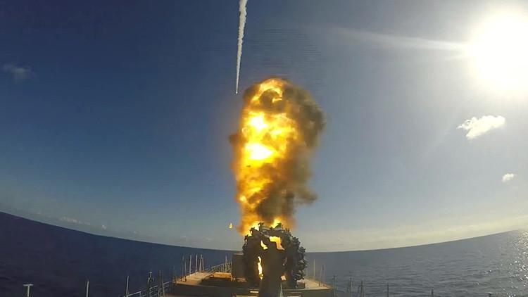 VIDEO: Así lanza la fragata rusa misiles de crucero contra las posiciones terroristas en Siria