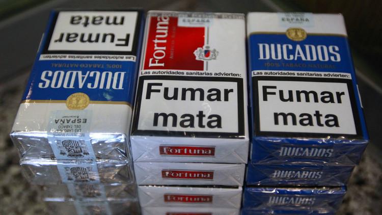 """""""Fumar provoca embolias"""": Encuentra su propia imagen como advertencia en una cajetilla de tabaco"""