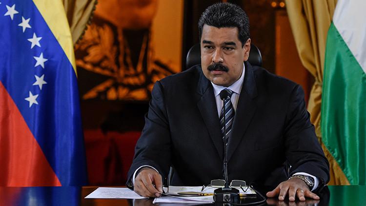 El presidente de Venezuela, Nicolás Maduro, ofrece un discurso después de firmar acuerdos con  la compañía petrolera india ONGC, en el Palacio de Miraflores. Caracas, 4 de noviembre de 2016.  AFP.