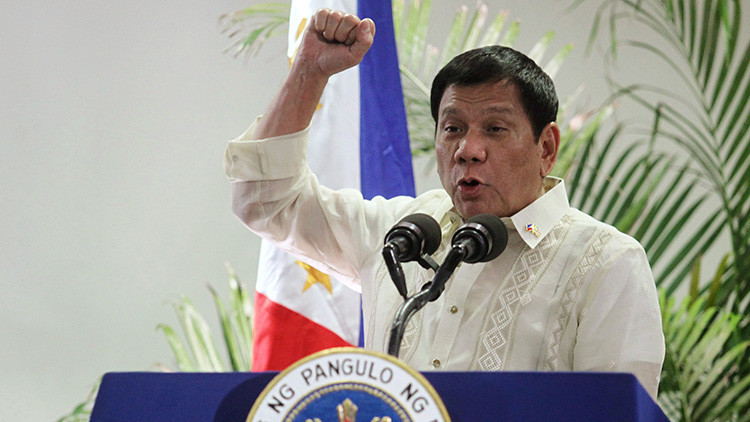 """Duterte expresa su deseo de """"hacerse amigo"""" de Putin y Trump"""