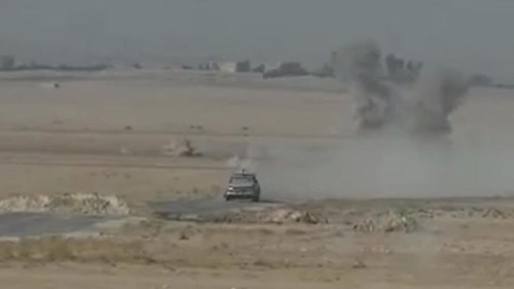 Siria: Soldados se salvan milagrosamente de la gigantesca explosión de un coche bomba (Video)