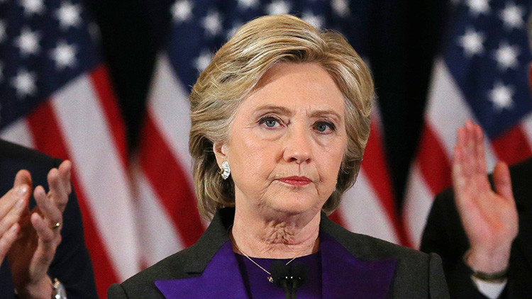 Hillary Clinton se dirige a su equipo de campaña electoral y a sus partidarios en Nueva York (EE.UU.)