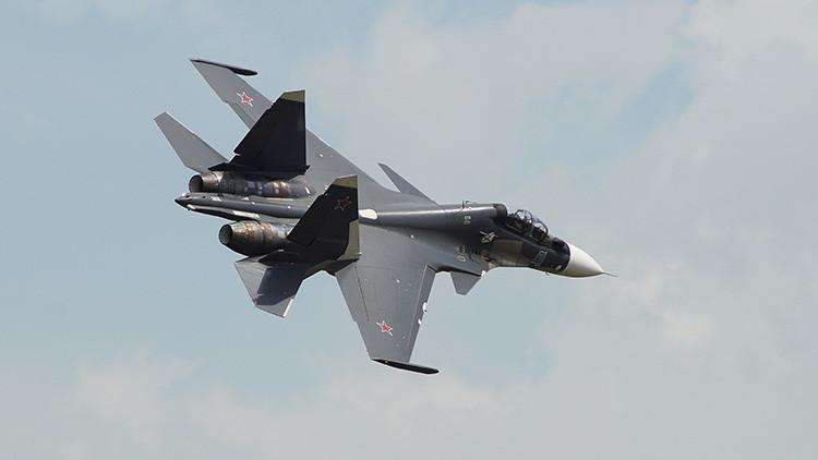 Un caza Su-30SM recién fabricado para la Armada rusa hace su primer vuelo en Siberia (VIDEO)