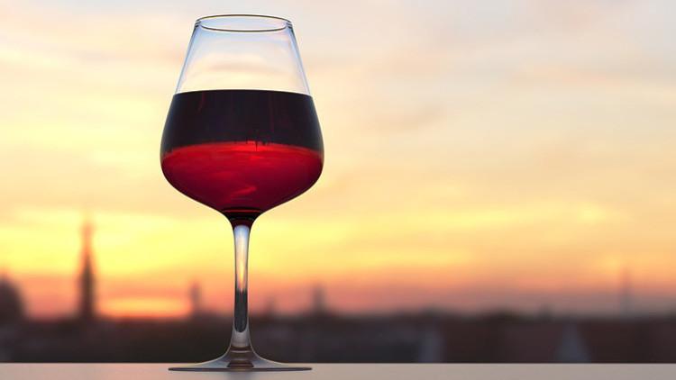 Esta es la razón  por la que deberías tomar un vaso de vino antes de fumar