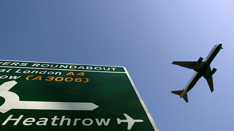 Un avión de pasajeros y un dron, a punto de provocar una catástrofe aérea en el centro de Londres