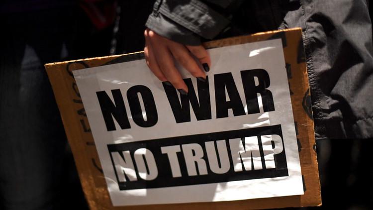 Manifestantes irrumpen en el edificio del equipo de transición de Trump (VIDEO)