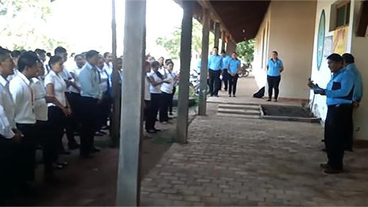 VIDEO: Escuela boliviana elimina una alusión a España del himno de una ciudad