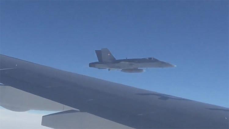 VIDEO: Un caza suizo vuela cerca del avión de la delegación rusa cuando se dirigía a Perú