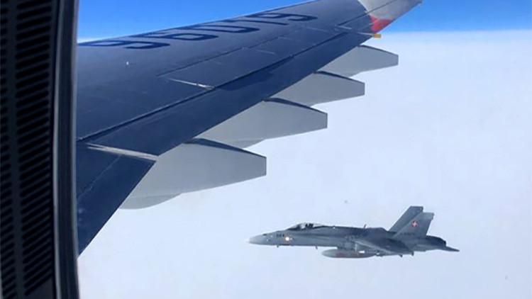Moscú pide explicaciones a Suiza por el acercamiento de sus cazas al avión ruso