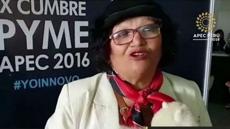 Una peruana pretende regalarle un suéter a Putin pero la Policía la detiene