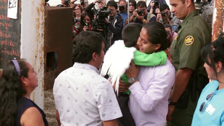 Video emotivo: Familias separadas durante años se reúnen en la frontera entre México y EE.UU.