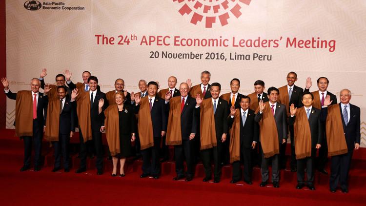Los líderes del APEC posan ante las cámaras con prendas peruanas