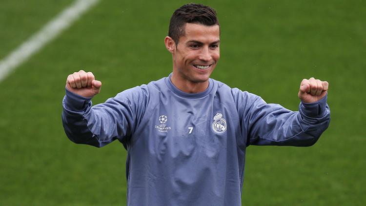 """Cristiano Ronaldo: """"Sí, soy gay, ¡pero muy rico!"""""""