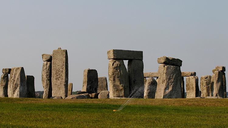 Descubren un centro religioso prehistórico cerca de Stonehenge