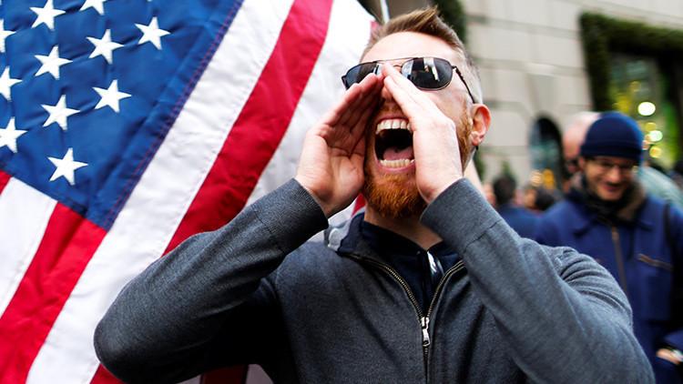 De tuit no verificado a teoría de protestas pagadas contra Trump