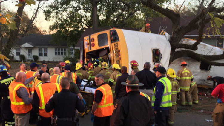 EE.UU.: Accidente de un autobús escolar deja varios muertos en Tennessee (fotos)