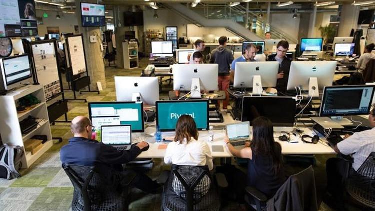9:06 es la hora exacta para empezar a trabajar en esta empresa exitosa, y ni un minuto antes