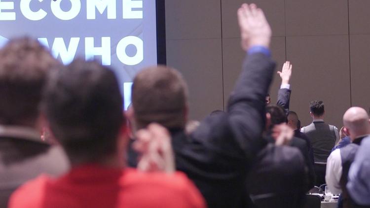 """""""¡Hail Trump!"""": Saludos nazis en una reunión de la 'derecha alternativa' de EE.UU."""