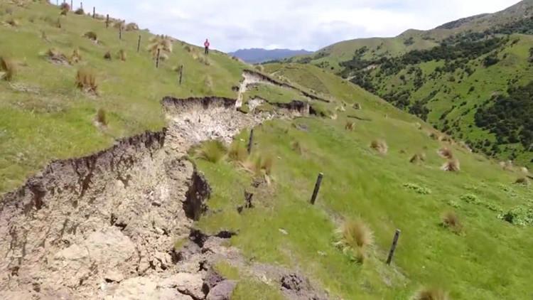 Imágenes épicas de drones captan gigantes grietas dejadas por el terremoto en Nueva Zelanda