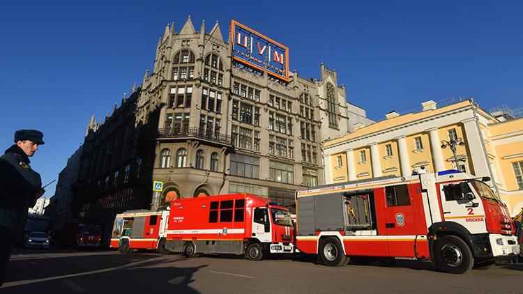 Un incendio obliga a evacuar los grandes almacenes TSUM de Moscú