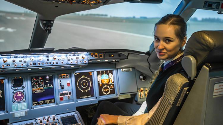 Fotos: La bella piloto rusa de 23 años que conquistará su corazón