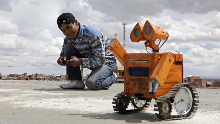'WALL-E': El genio boliviano que utiliza residuos para construir robots (Fotos)