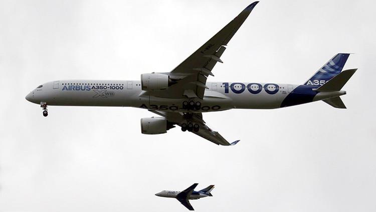 El mayor avión bimotor del mundo se eleva al cielo por primera vez (Video)