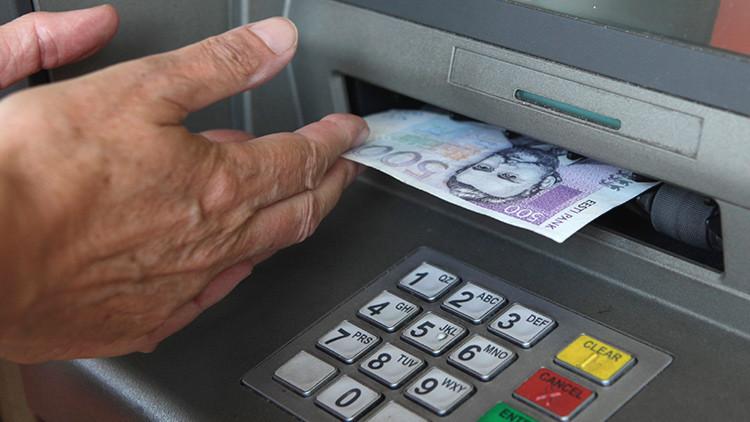 'Hackers' roban bancos haciendo escupir dinero a los cajeros automáticos