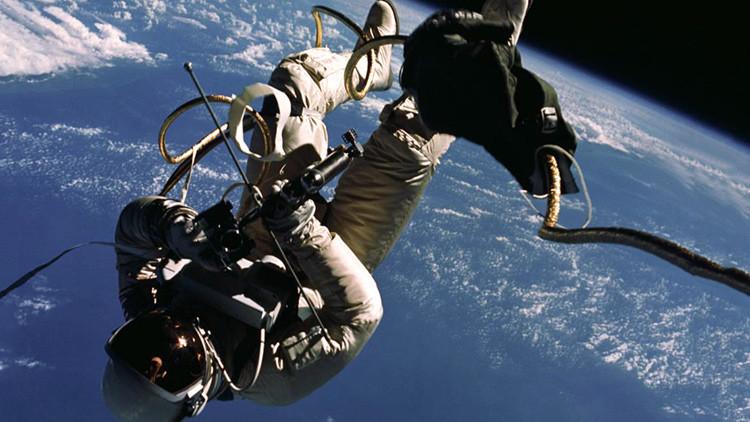 ¿Cómo evacuar en el espacio abierto? NASA pide ayuda para inventar el 'lavabo espacial'