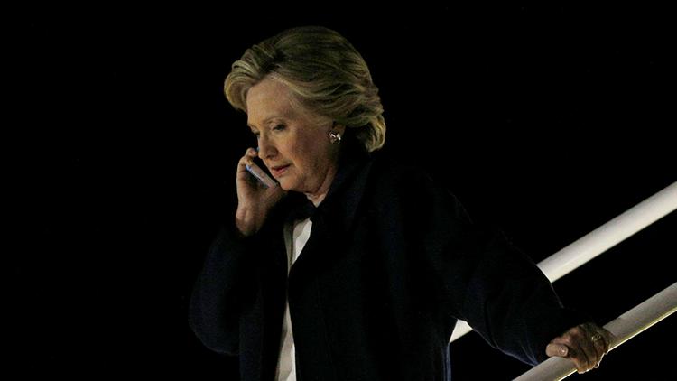 """""""¡Solo denme el teléfono!"""": Obama urgió a Clinton a reconocer su derrota en las presidenciales"""