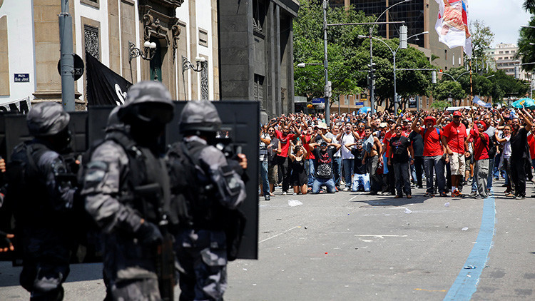 """""""No tienen ni dinero para ir al trabajo"""": los funcionarios brasileños """"pasan hambre"""""""