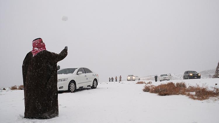 'Espejismo' blanco en el desierto: La nieve cubre varias regiones de Arabia Saudita (Foto, video)
