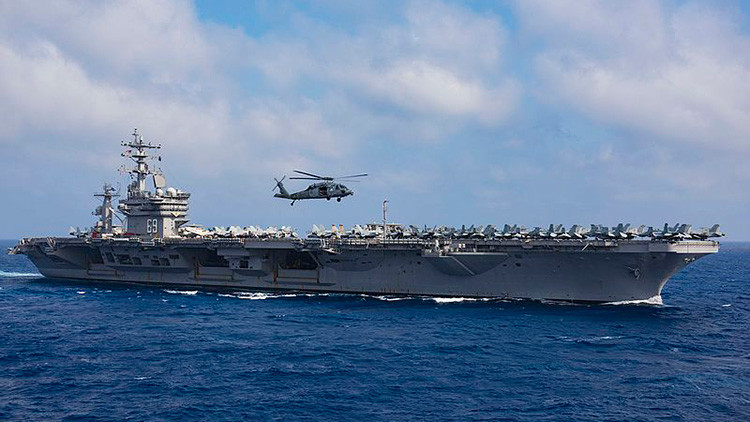 """Un barco de la Marina iraní """"amenazó"""" a un helicóptero estadounidense"""